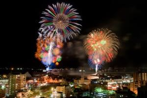世界有数の活火山桜島と波穏やかな錦江湾 - かごしま錦江湾サマーナイト大花火大会